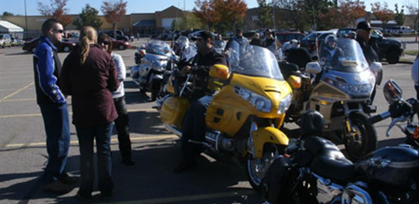 Blue Knights Mass 1 - Toy Run 2011
